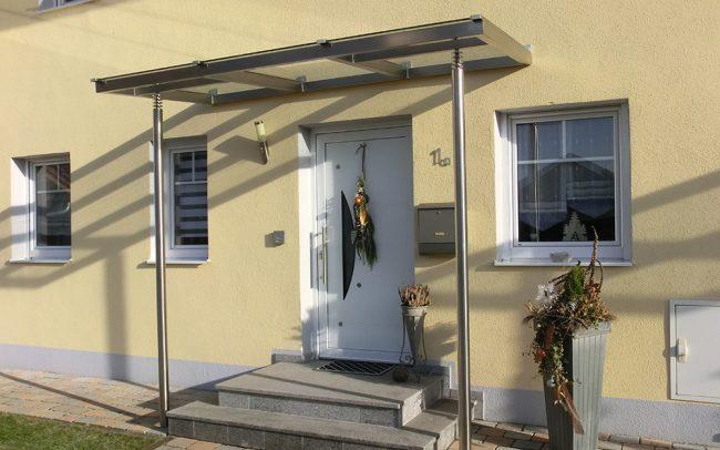 Glas Vordach mit Metallständer von Metallbau Deggendorf