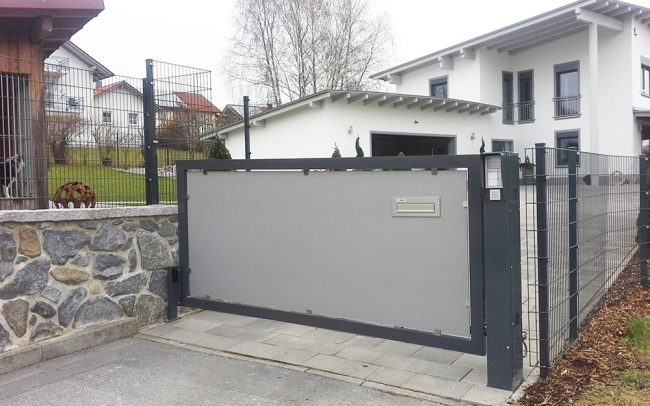 Metalltor und Gartenzaun in Deggendorf