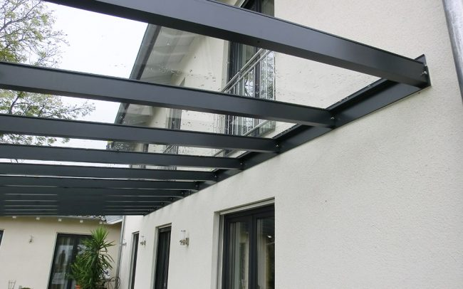 Stahl-Glas Überdachung für Terrasse von Metallbauer Plattling